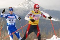 V lyžařském areálu ve Vesci běželi muži 15 kilometrů volně v rámci 13. závodu světového poháru. Na snímku Lukáš Bauer, který si doběhl pro sbřítro a upevnil si tak první místo v průběžném pořadí světového poháru.