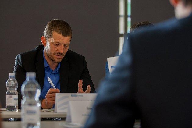 Moderovaná diskuze na téma 'Turistická sezóna vLibereckém kraji' proběhla 24.května vOblastní galerii Liberec za účasti hejtmana Libereckého kraje Martina Půty a dalších hostů. Na snímku je Jan Sviták.