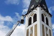 Hasiči v neděli dopoledne hasili kostel v liberecké ulici Markova.