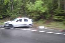 Snímek z dopravní nehody u Rynoltic nám poslal čtenář Deníku.