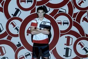 Celkem šest tváří z Bílých Tygrů Liberec a Dukly Liberec podporuje kampaň, která upozorňuje na nešvary našich silnic.