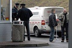 Z vozu bezpečnostní služby Fenix Security zmizelo několik desítek milionů korun.