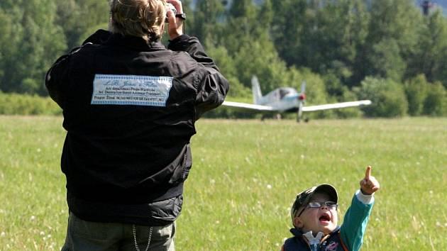 AKCE PRO DĚTI. Liberečané znají letiště hlavně jako místo atrakcí pro děti. Létat odtud třeba k moři stále nemohou.