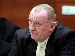 TVRDÍ, ŽE JE NEVINNÝ. Bývalý šéf policie Miroslav Dvořák tvrdí, že za jeho obviněním stojí komplot z vyšších míst, neboť se jej někteří lidé chtějí zbavit. Jak tvrdí, stal se nepohodlným.