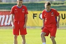 Fotbalová reprezentace si ve čtvrtek od 17 hodin zatrénovala. Na programu byl lehčí trénink, kdy si hráči zaběhali, pečlivě protáhli a potrénovali také přihrávky a práci s míčem. Marcel Gecov – Bořek Dočkal.