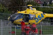 Cyklistu s těžkým poraněním hlavy transportoval z Frýdlantu do nemocnice v Liberci vrtulník.