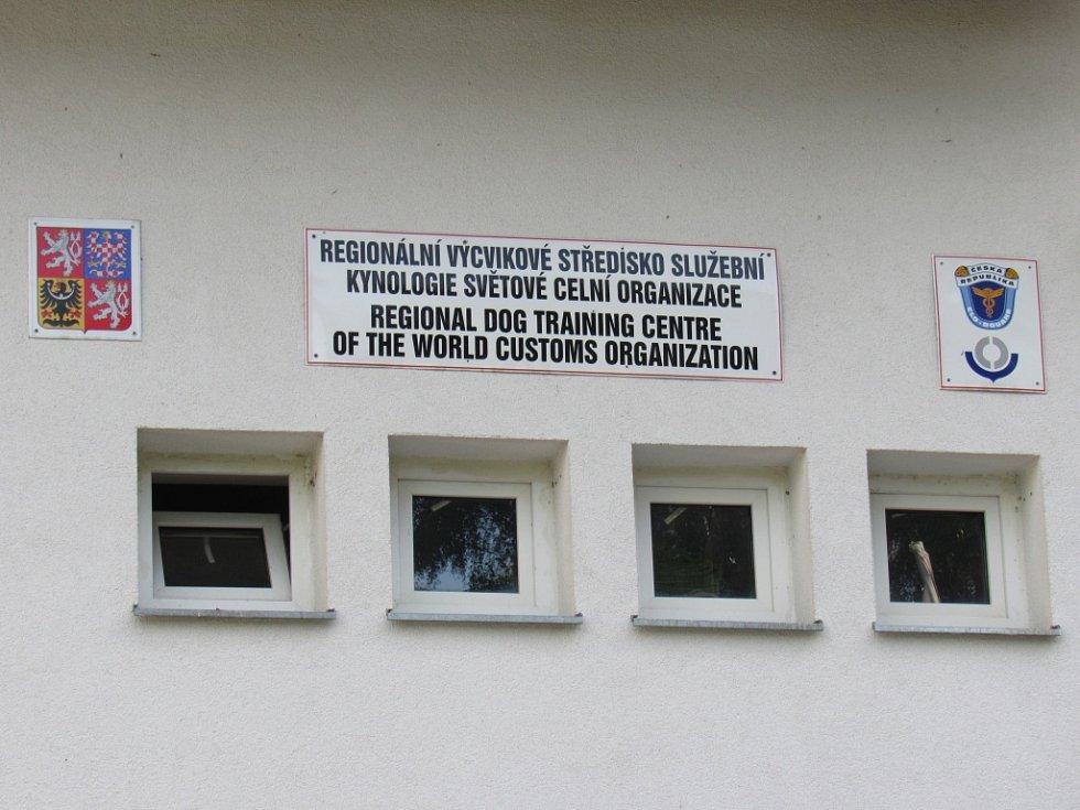 Návštěva ministra financí ve výcvikovém zařízení služební kynologie Celní správy České republiky v Heřmanicích na Frýdlantsku.