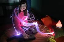 SNOEZELEN děti ve speciální místnosti nejvíce oceňují svíticí vlákna.