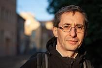 Josef Šedlbauer je politik, vysokoškolský pedagog a vědec v oboru fyzikální chemie. Je zastupitel Libereckého kraje i města Liberec. Působí jako profesor na TUL.