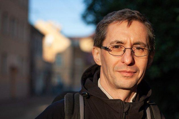 Josef Šedlbauer je politik, vysokoškolský pedagog a vědec voboru fyzikální chemie. Je zastupitel Libereckého kraje iměsta Liberec. Působí jako profesor na TUL.