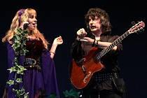 Anglo-americká kapela Blackmore's Night, jejíž jádro tvoří někdejšíkytarista skupin Deep Purple a Rainbow Ritchie Blackmore se zpěvačkou a jeho manželkou Candice Night, opět zavítala do Česka.