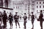 Vojáci u liberecké radnice 21. srpna 1969.