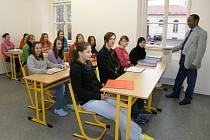 Nové učebny si ještě před jejich zařízením studenti krátce vyzkoušeli.