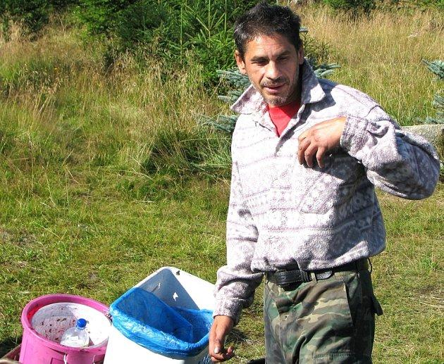 Terénní pracovníci přicházejí přímo do míst, kde žijí chudí lidé, často Romové. Ilustračn í foto