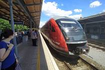 V pondělí ráno se díky dalšímu uvolnění koronavirových opatření obnovil provoz na vlakových spojích většiny mezinárodních linek.