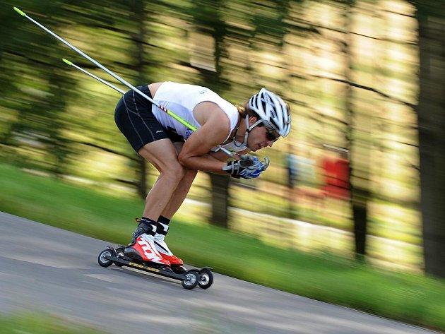 Martin Koukal na mistrovství republiky v jízdě na kolečkových lyžích ve Vesci.