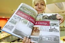 Kniha zaznamenává historii největšího vlnařského podniku, který sídlil v Liberci.