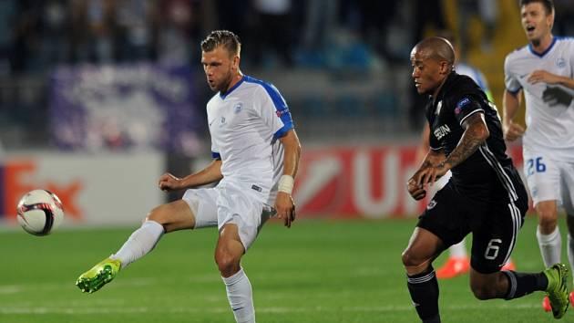 REMÍZA. Liberecký záložník  Radim Breite (vlevo) hraje míč před Reynaldem z Karabachu. Slovan hrál 2:2.