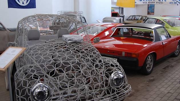 KURIOZITA. Legendární VW Brouk z trubek.