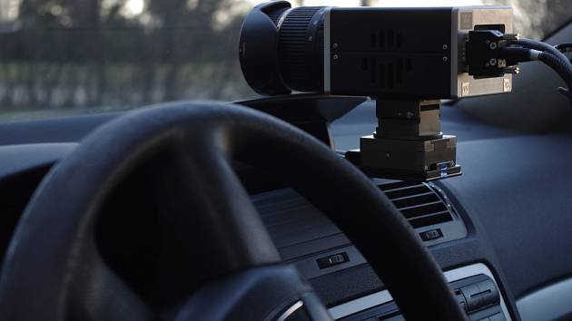 Služební automobil je vybaven i technologií, která rozpozná průjezd vozidla či registrační značky v pátrání policie