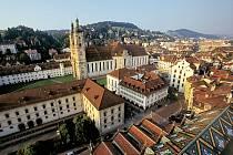 MĚSTO St. Gallen má 80 000 obyvatel a rozloha kantonu odpovídá velikosti Libereckého kraje. Stejně jako u nás je tam velký podíl lesů. Společných znaků díky úspěšné a ojedinělé spolupráce je ale více.