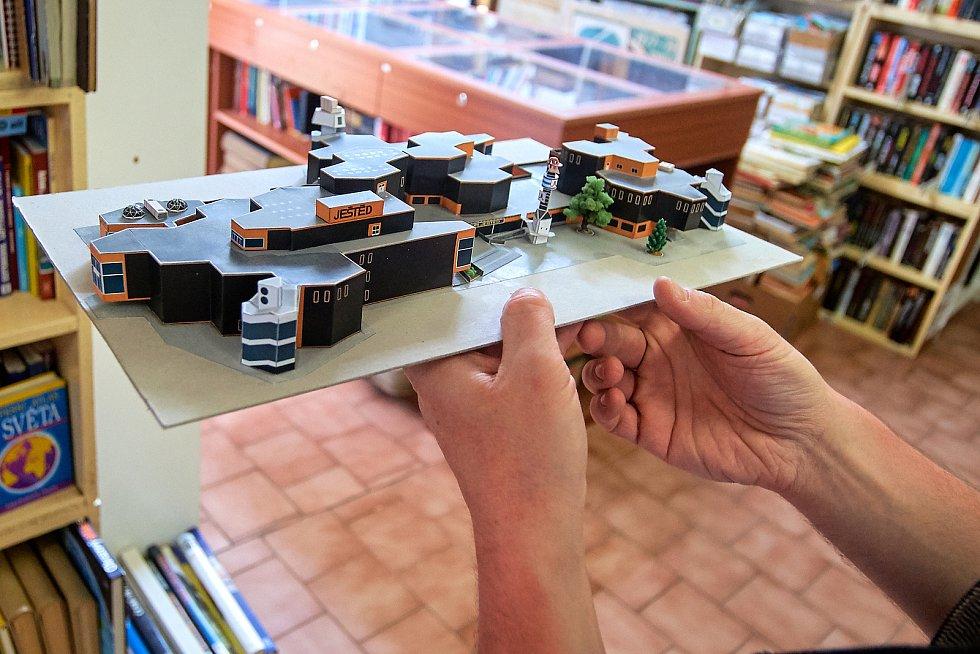 Model obchodního domu Ještěd.