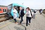 Účastníci převolební debaty s Deníkem dorazili na nádraží v Turnově