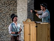 Loutkovou pohádku Dlouhý, Široký a Bystrozraký zahráli 28. srpna na letní scéně Eurocentra v Jablonci nad Nisou v rámci festivalu hudby a divadla Město plné tónů 2018.