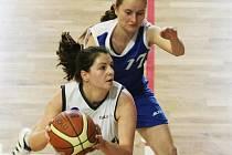 LIBEREC ZE ČTYŘ ZÁPASŮ VŠECHNY VYHRÁL. V bílém je liberecká Barbora Choutková.