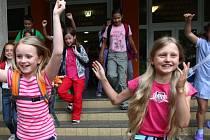 Na liberecké ZŠ Sokolovská, stejně jako na všech ostatních školách, dnes začínají dva měsíce prázdnin.