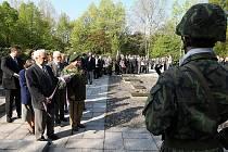 PIETA. Bouřlivé události květnových dnů roku 1945 v Liberci připomene oficiální pieta na vojenském hřbitově v Ruprechticích.