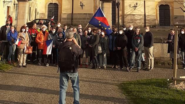 Odpůrci politiky prezidenta Miloše Zemana se sešli v Hejnicích