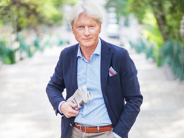 MR. ETIKETA. Ladislav Špaček vČesku platí za odborníka přes společenské chování a etiketu. Vydává knihy a točí televizní pořad.