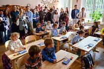 Město Liberec otevřelo ve spolupráci se spolkem Wrabec první waldorfskou školu. Je součástí ZŠ Kaplického a jde tak o unikátní propojení klasické základní školy se školou waldorfskou.