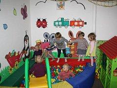 Mateřské centrum Rodinka vzniklo v roce 2003 při Oblastní charitě Jilemnice.