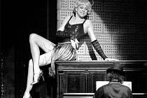 MARKÉTA TALLEROVÁ ZÍSKALA CENU THÁLIE za svůj výkon v komorním muzikálu pro jednu zpěvačku, jejíž název je Dnes večer: Lola Blau.