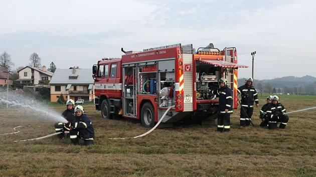Osečenští hasiči mají novou ruční radiostanici pro kvalitní komunikaci se střediskem HZS LK.
