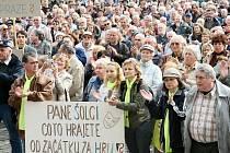 Demonstrace před libereckou radnicí na podporu primátora Jana Korytáře.