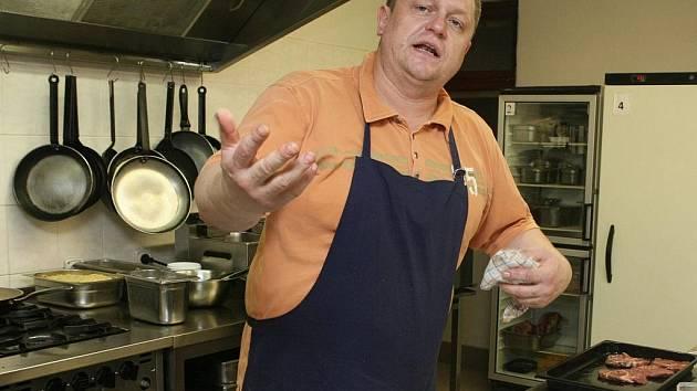 Šéfkuchař a majitel restaurace Zdenek Raichart.