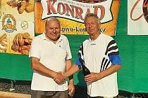 Vítězové ve čtyřhře kategorie 70+ Folprecht a Hampl.