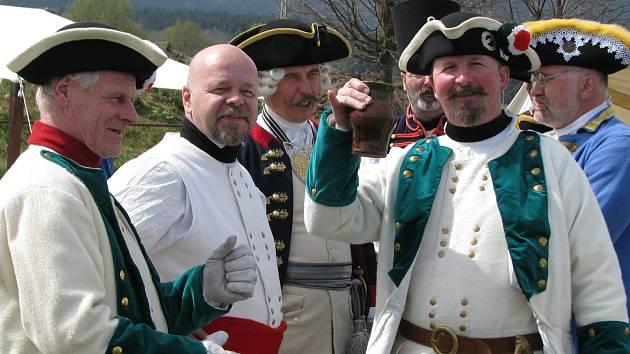 RAKUŠANÉ PROTI PRUSŮM. V rekonstrukci bitvy se proti sobě postavilo přes 150 nadšenců z Čech, Německa a Polska.