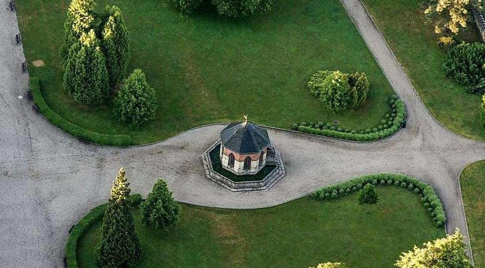 Zahrada na zámku Sychrov.