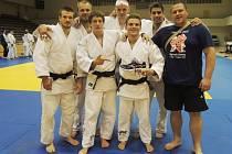 JUDOCLUB LIBEREC. Zleva nahoře: Jurečka, Randl, Ježek, pod nimi dole: Vaniček, Petřikov, Pulkrábek, trenér Malinek.