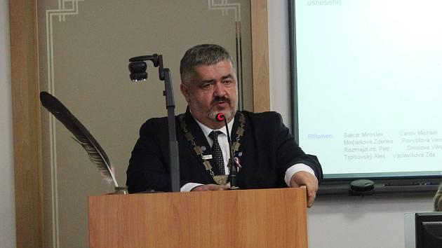 Senátor Michael Canov, který chce upravit hranice obvodů.