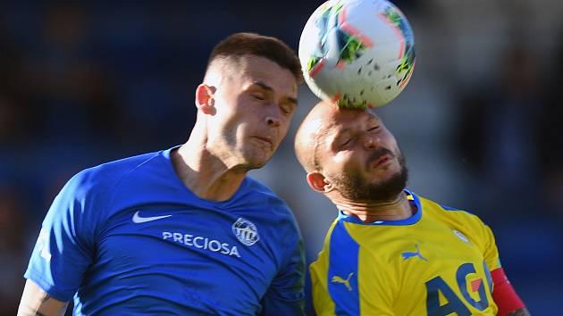 Liberec - Teplice 1:1. Vlevo liberecký Potočný v souboji s Vondráškem.