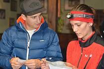 PŘED STARTEM TRETRY. V diskuzi je organizátor Jakub Hájek a běžkyně Monika Kocourová.