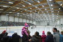TURNOV. Stadion nese název Ludvíka Koška, téměř zapomenutého turnovského rodáka, nadšeného hokejisty a letce RAF. Na tribunách je místo pro 350 diváků.