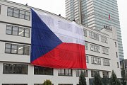 Na libereckém Evropském domě visí největší státní vlajka.