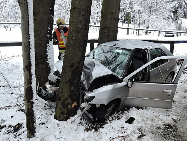 Dopravní nehoda mezi Oldřichovem vHájích a Raspenavou na Liberecku.