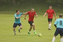 FOTBALOVÁ PŘÍPRAVA. Dětřichov prohrál doma v přípravném fotbale s Ruprechticemi (v modrém) 2:3.